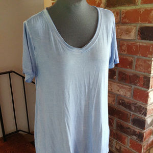Distressed T-Shirt with back pleat and hi-lo hem